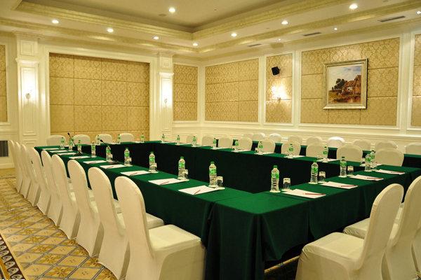 绿色台呢米色椅套 会议